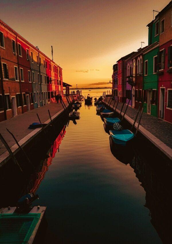 Insula Burano din Venetia: abundenta de culori si un apus magic (FOTO)