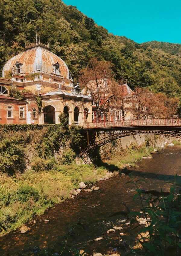 Ce poti vizita in Baile Herculane si in zona? Excursii in Muntii Cernei, la Cazanele Dunarii, la Cascada Bigar si nu numai!