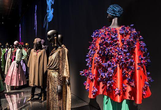 Haine Yves Saint Laurent Expozitie