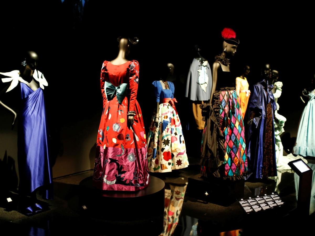 Yves Saint Laurent Rochii Muzeu