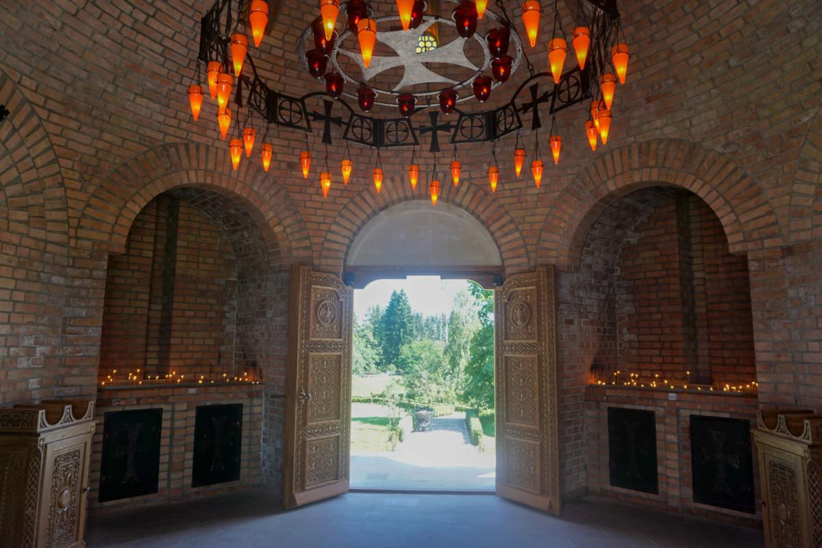 Lumanari Manastiri