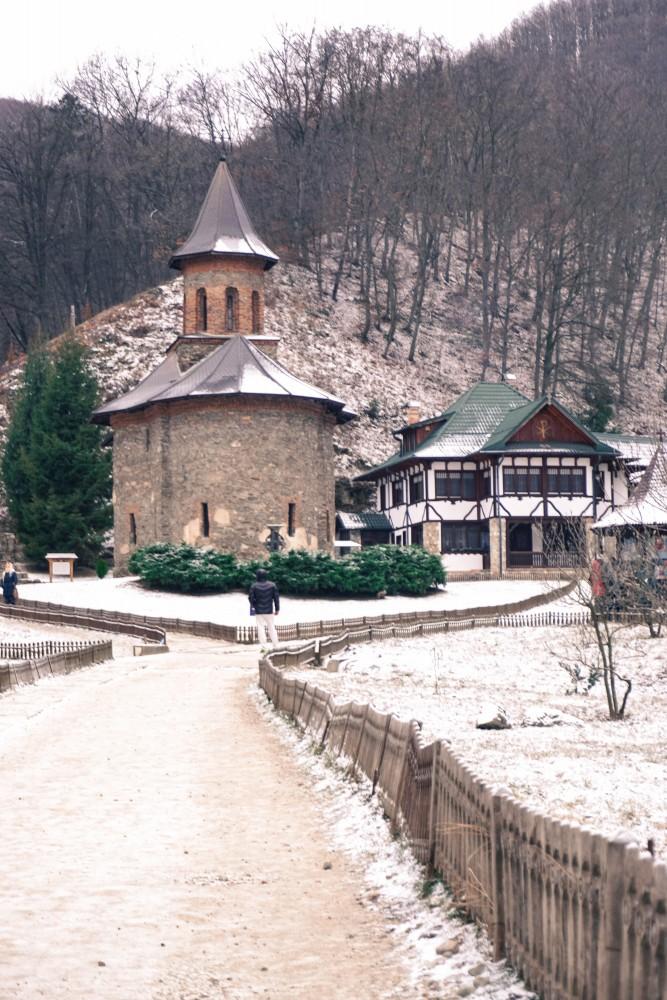 Iarna Manastirea Prislop