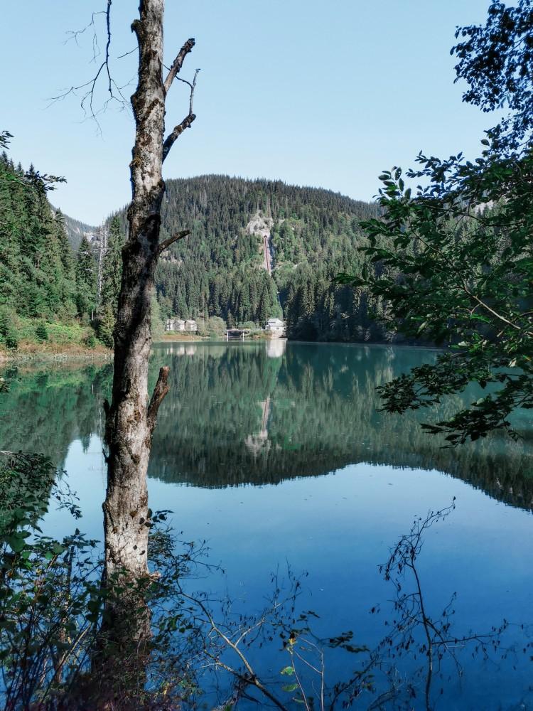 Lacul Scropoasa Culori