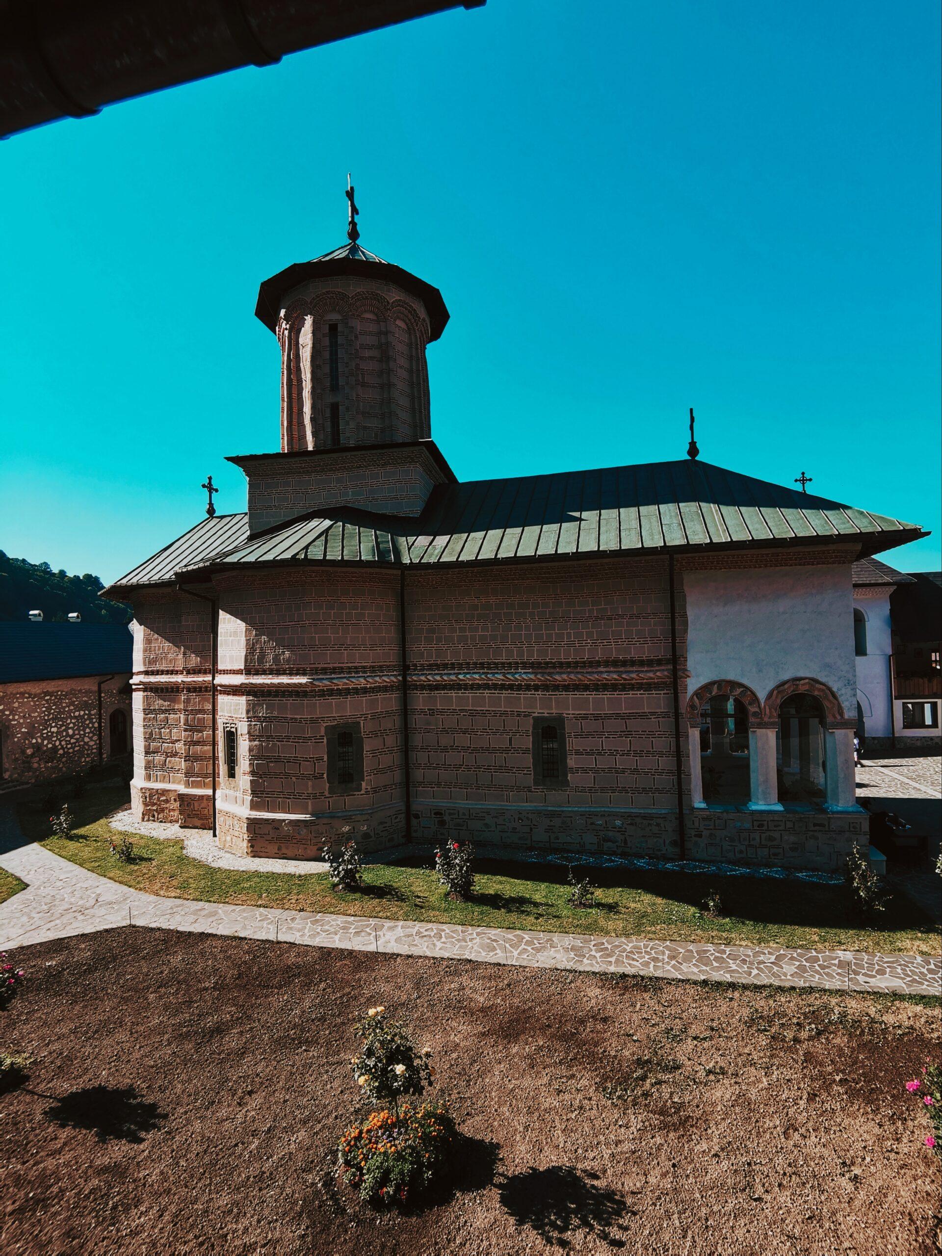 Manastirea Polovragi Biserica